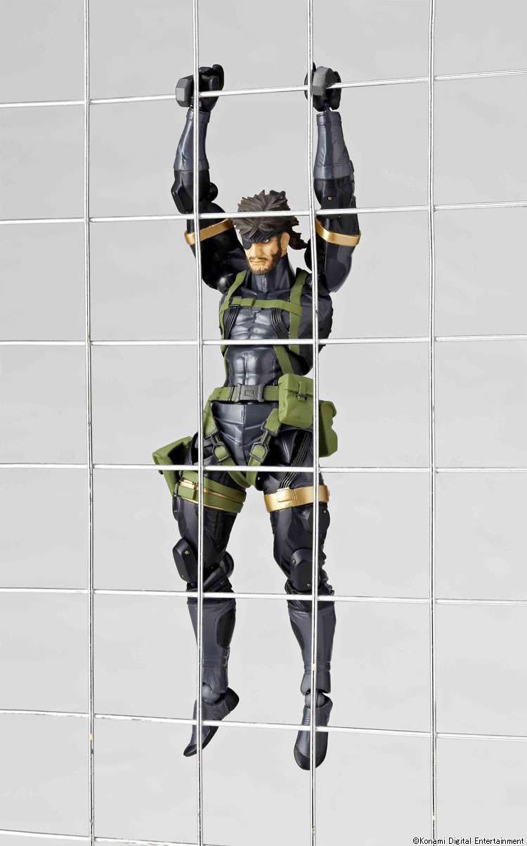 Big-Boss-Revoltech-Hanging