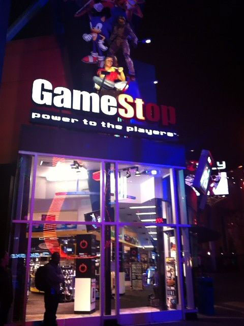 Metal-Gear-Rising-Launch-Event-LA-GameStop
