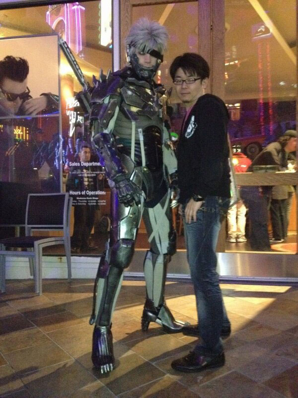 Metal-Gear-Rising-Launch-Event-LA-Raiden-Cosplay-3