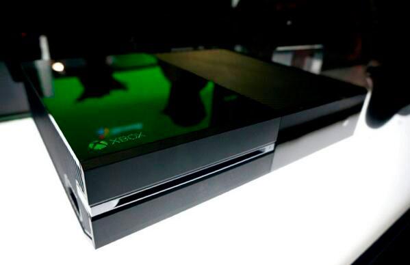 E3-2013-Kojima-Xbox-One