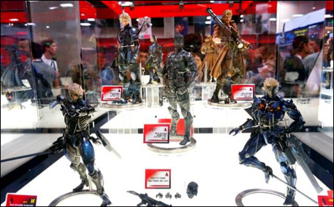 Comic-Con-Square-Enix-Play-Arts-Metal-Gear-Figures