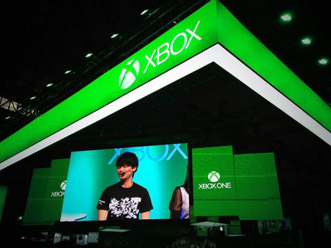 Xbox-TGS-2013-Booth-Kojima-Talking