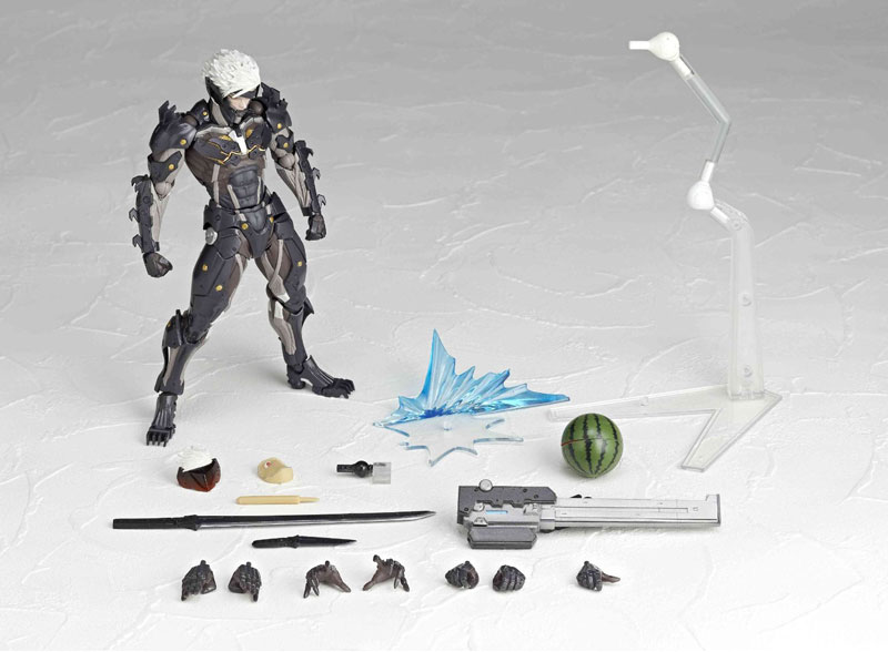 Revoltech-Raiden-with-accessories