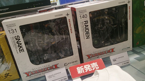 Konami-Store-Snake-and-Raiden-Figures