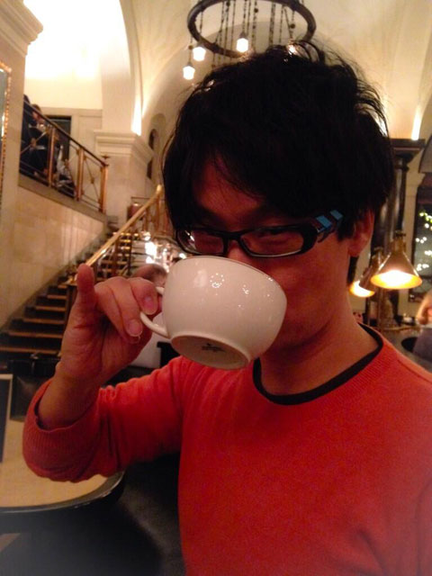Kojima-Drinking-Tea