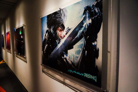 Kojima-visiting-Platinum-Games-4