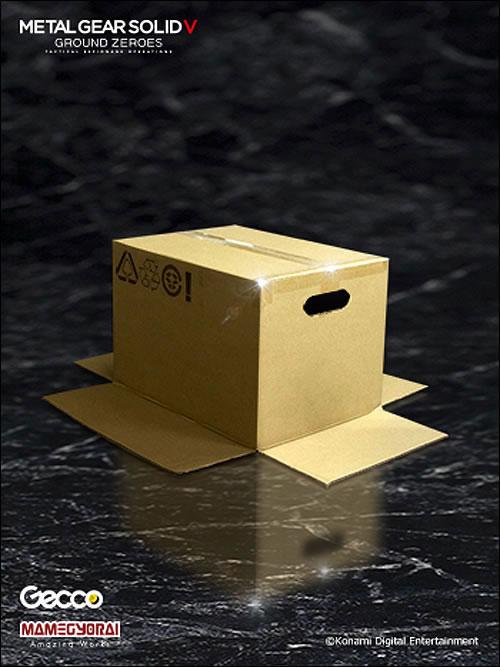 Gecco-Cardboard-Box-Statue