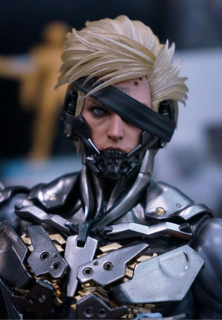 Hot-Toys-Raiden-Figure-Close