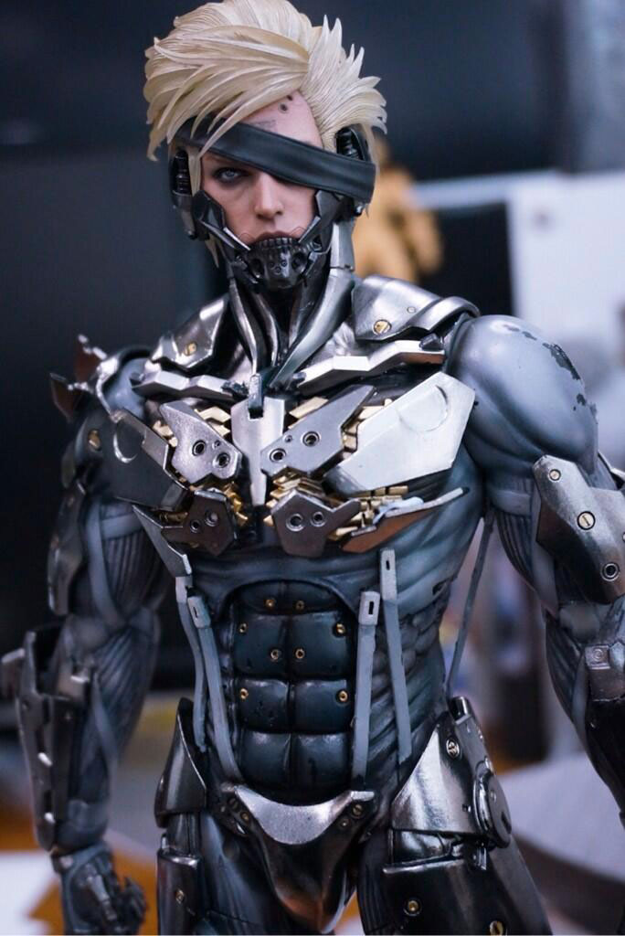 Hot-Toys-Raiden-Figure