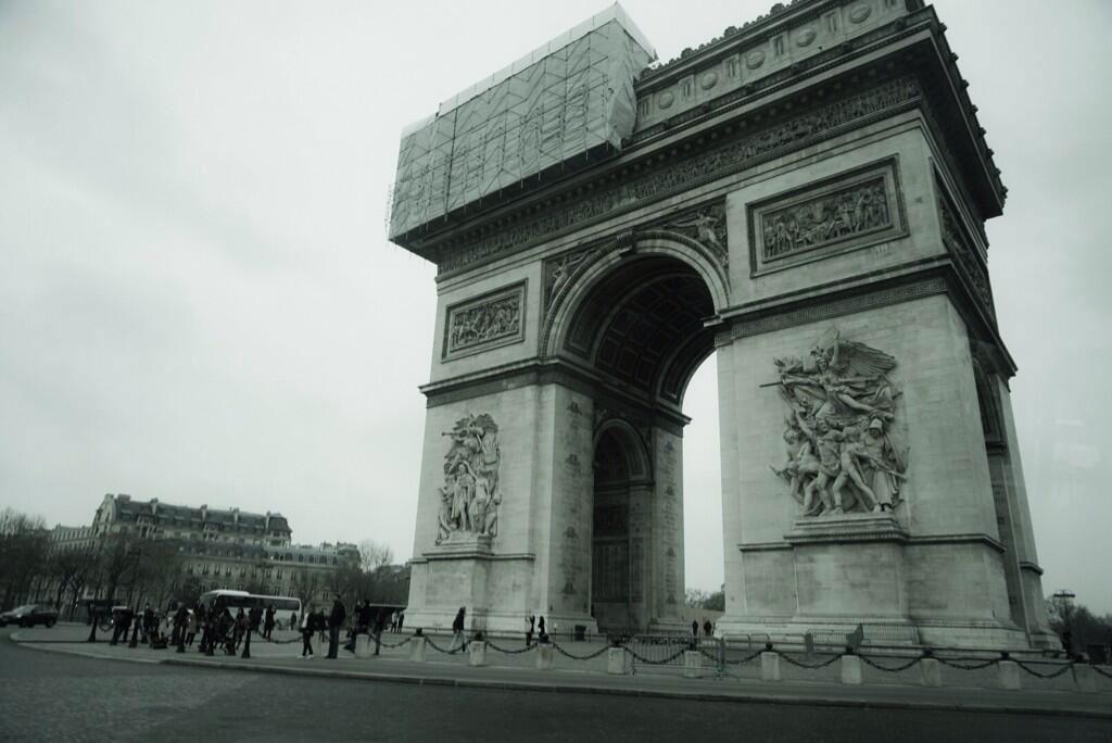 Kojima-Paris-2014-Arc-de-Triomphe