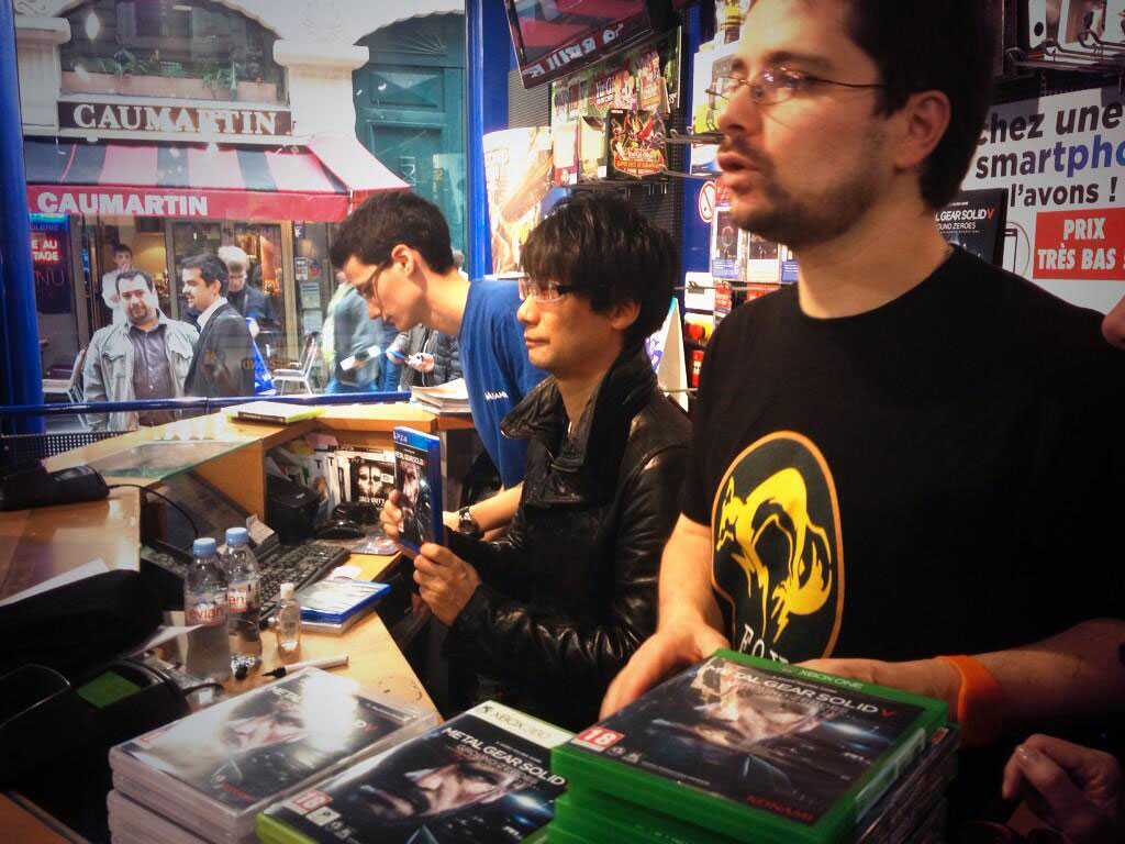 Kojima-in-Paris-Signing-Session-Micromania