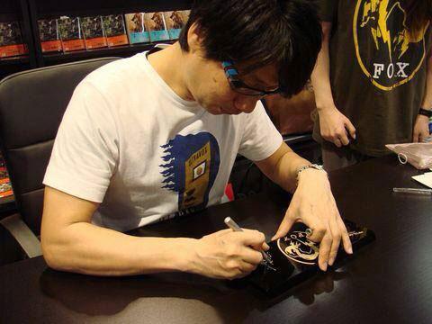 Tsutaya-Signing-Session-Kojima-12