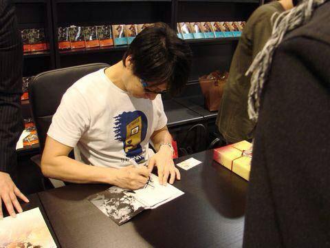 Tsutaya-Signing-Session-Kojima-16