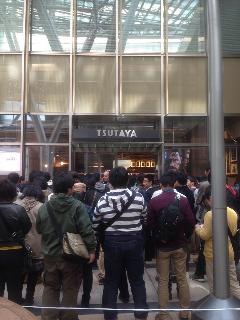 Tsutaya-Signing-Session-Kojima-5