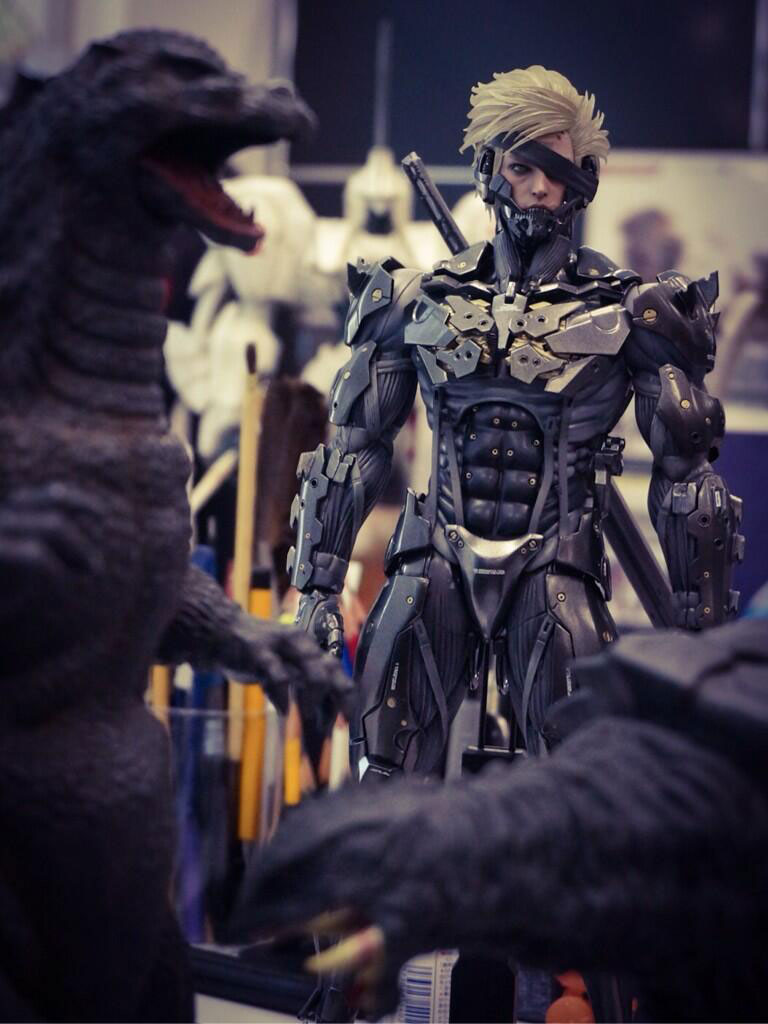 Black-Raiden-Hot-Toys-Statue