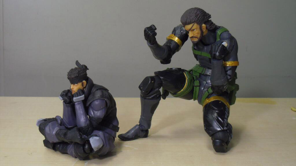 RevolMini-Solid-Snake-and-Revoltech-Snake