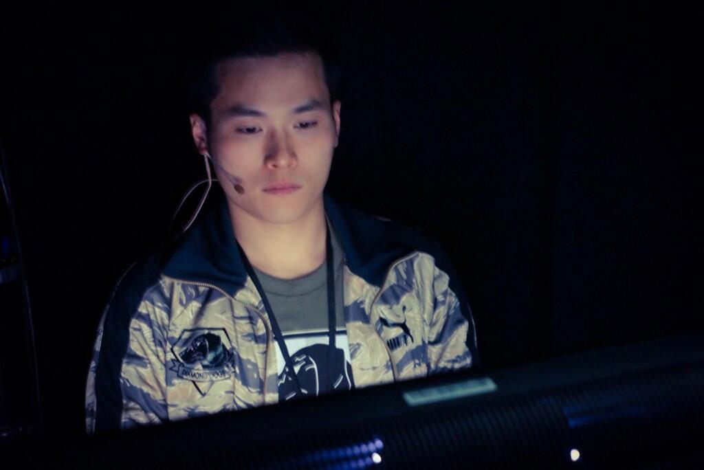 Kojima-E3-2014-Jackie-Playing