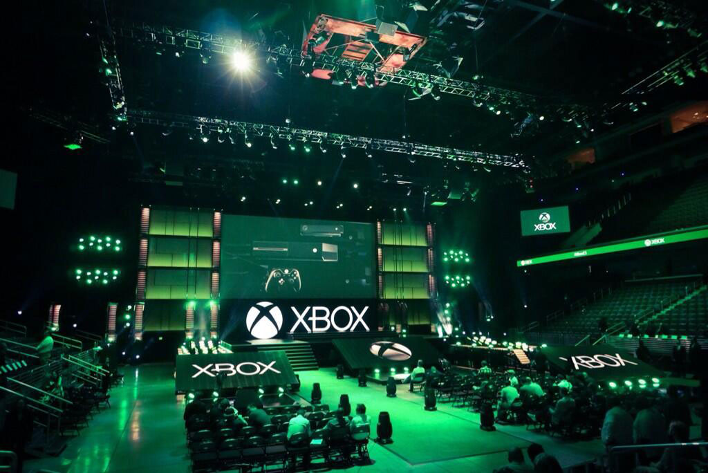 Kojima-E3-2014-Xbox-Briefing-Stage