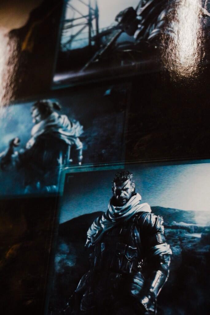 Venom-Snake-Play-Arts-Kai-Figure-in-Box-Back