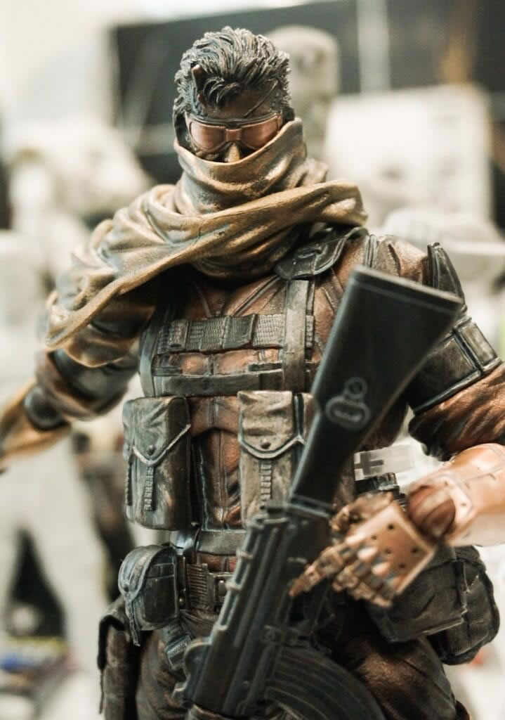 Play-Arts-Venom-Snake-Comic-con