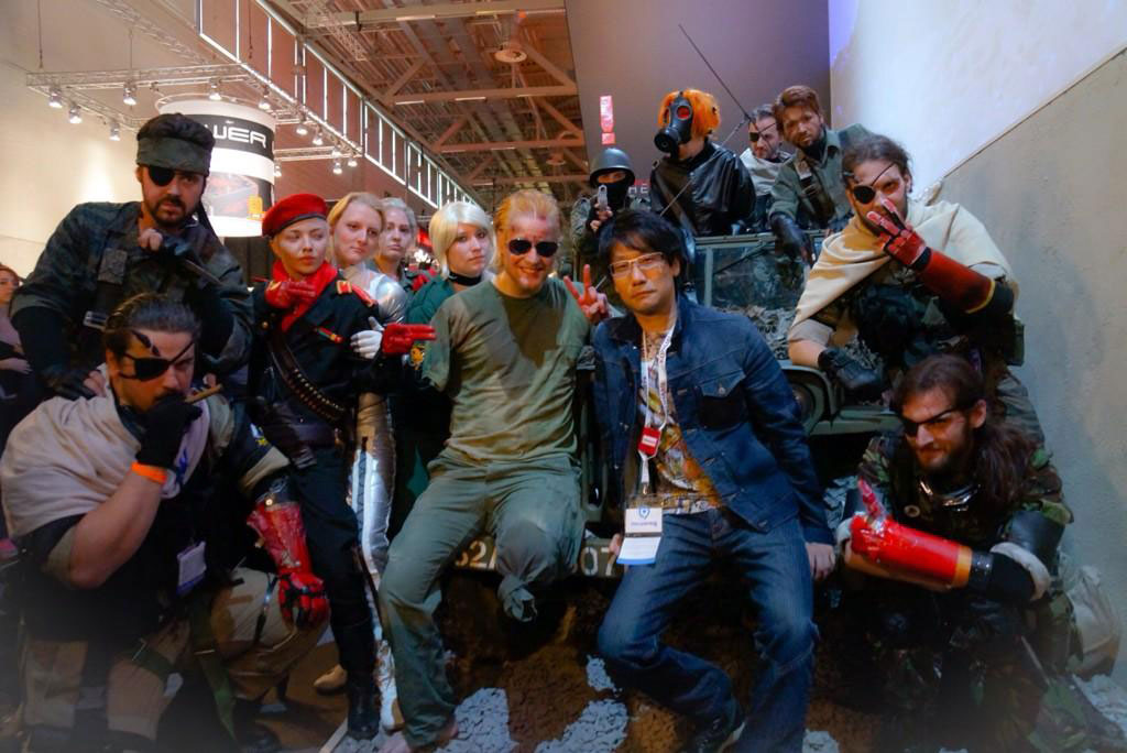 Gamescom-MGSV-Cosplayers-and-Kojima