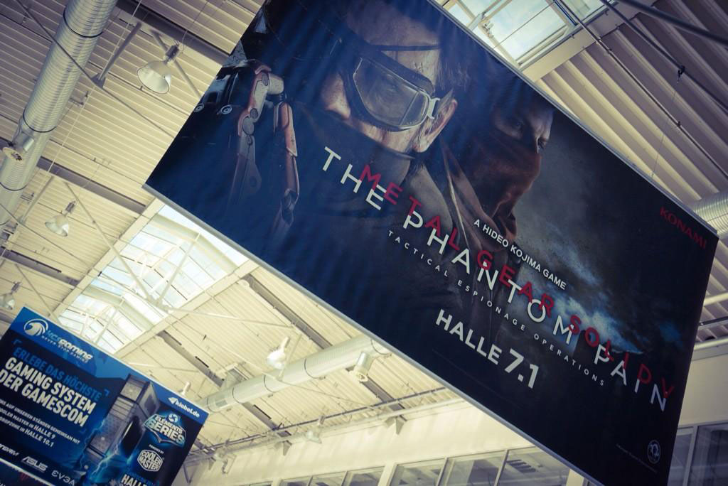 Hideo-Kojima-Gamescom-MGSV-Ad-Entrance