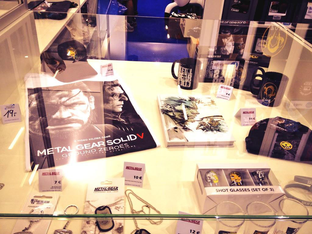 Metal-Gear-merchandise-Gamescom-2014-2