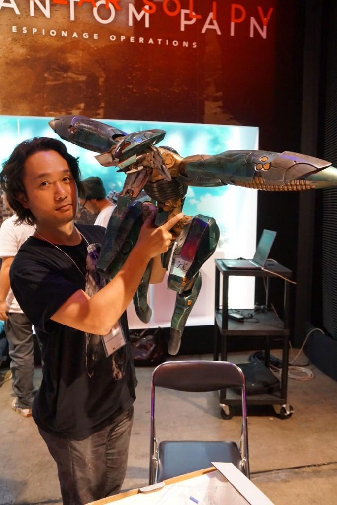 Kojima-Tokyo-Game-Show-2014-Booth-Preparations-7