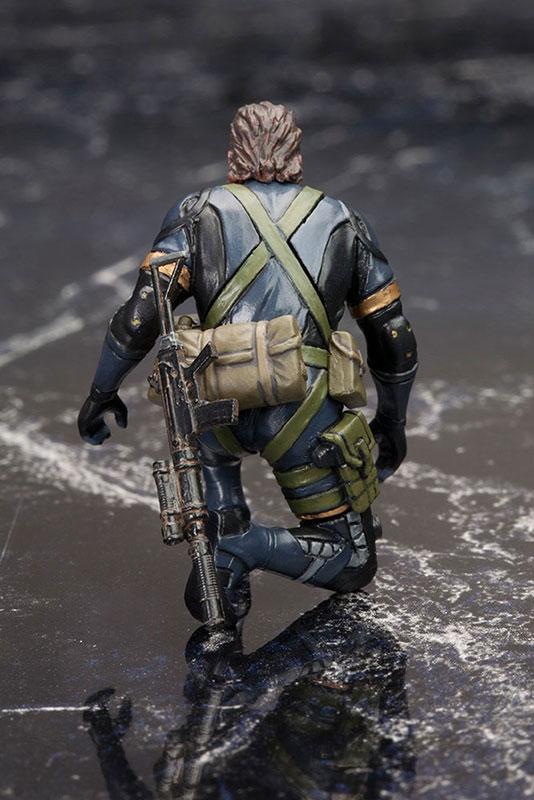 MGSV-Ground-Zeroes-Kotobukiya-Snake-Kneeling-2