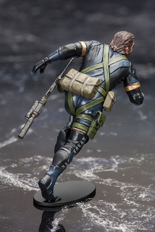 MGSV-Ground-Zeroes-Kotobukiya-Snake-Running-2