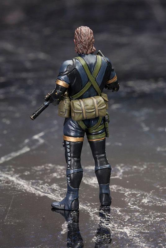 MGSV-Ground-Zeroes-Kotobukiya-Snake-Standing-2