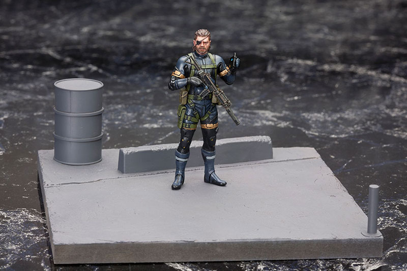 MGSV-Ground-Zeroes-Kotobukiya-Snake-Standing-on-Floor