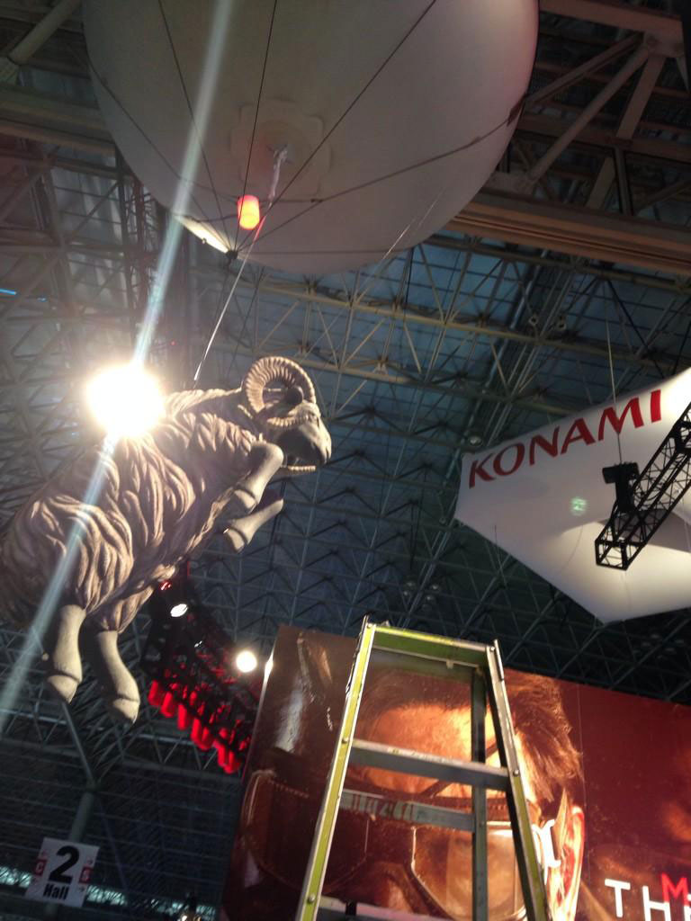 MGSV-Tokyo-Game-Show-2014-Booth-Preparations