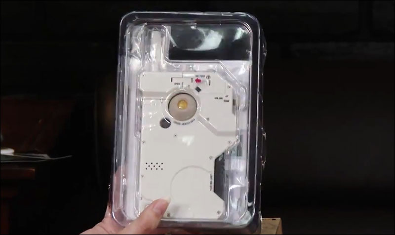 MGSV-White-iDroid-Packaging-TGS-2014