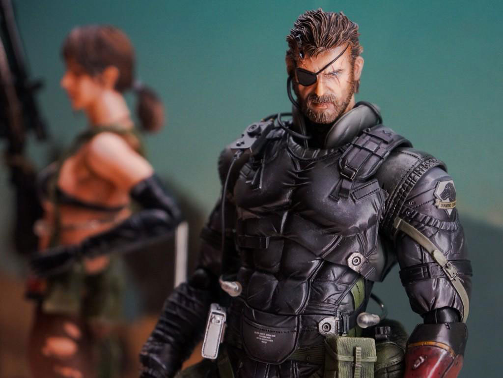 Play-Arts-Kai-Black-Suit-Snake-MGSV-2