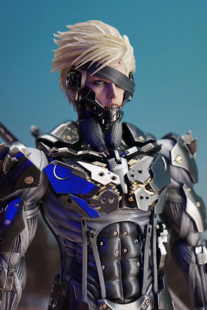 Tokyo-Game-Show-2014-Preparations-Hot-Toys-Raiden-3
