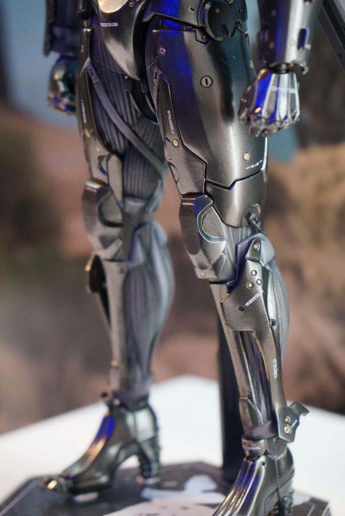 Tokyo-Game-Show-2014-Preparations-Hot-Toys-Raiden-4