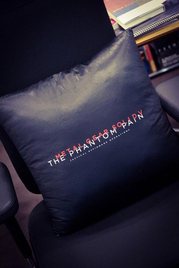MGSV-The-Phantom-Pain-Pillow-Kojima-2