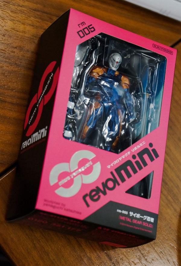 RevolMini-Gray-Fox-Packaging