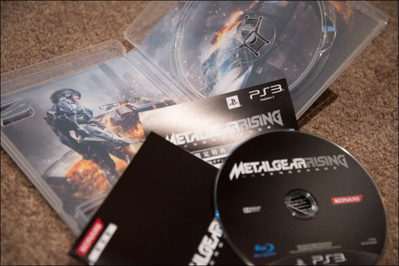 Metal-Gear-Rising-Revengeance-Premium-Package-Game-Case-Contents