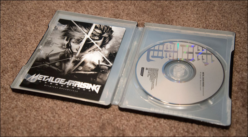 Metal-Gear-Rising-Revengeance-Premium-Package-Soundtrack-Steelbook-Open