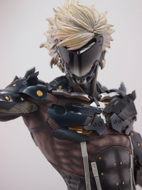 Gecco-Raiden-Inspection-Statue-10