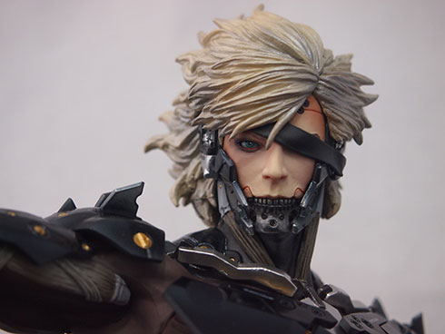 Gecco-Raiden-Inspection-Statue-2