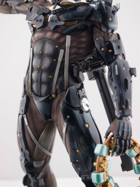 Gecco-Raiden-Inspection-Statue-3