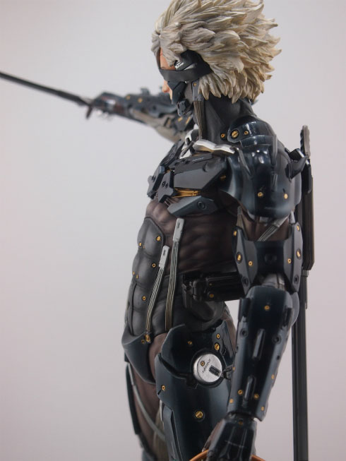 Gecco-Raiden-Inspection-Statue-6