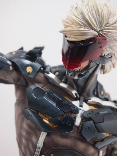 Gecco-Raiden-Inspection-Statue-9
