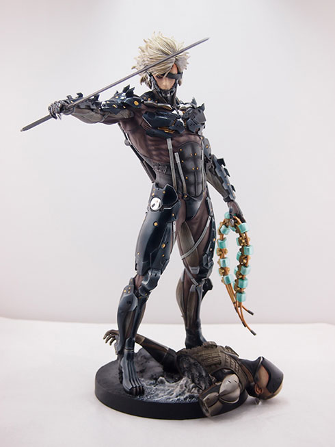 Gecco-Raiden-Inspection-Statue