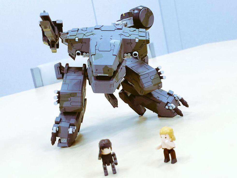 Metal-Gear-REX-Mega-House-Kojima-4