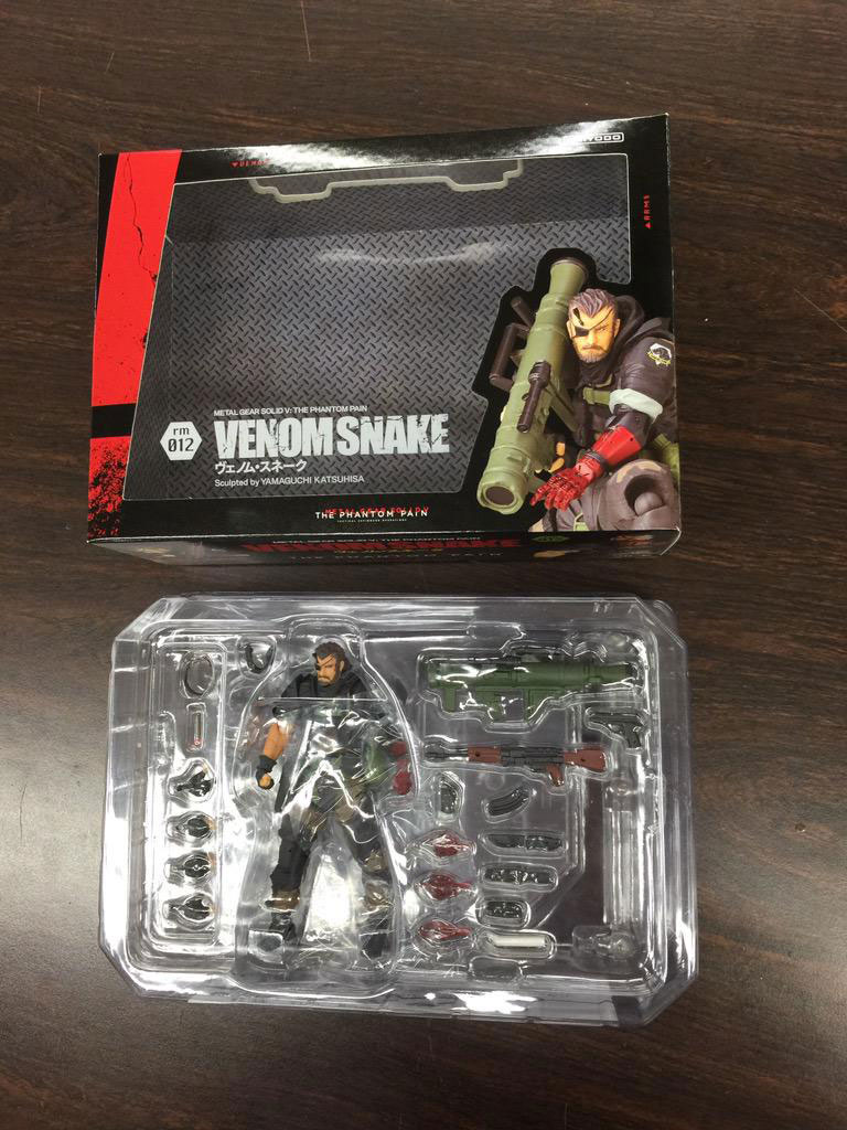 RevolMini-Venom-Snake-Box-4