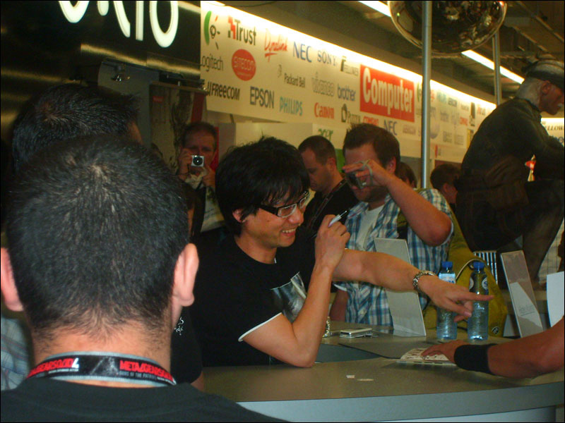 Metal-Gear-Solid-4-World-Tour-Camera-Crew-Kojima-Points